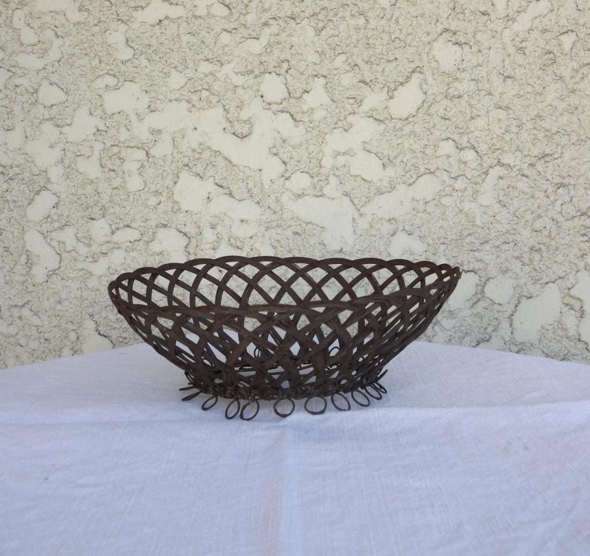●フランス食卓の道具:ワイヤーの盛りカゴ