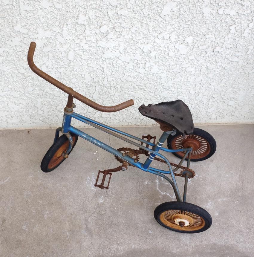 遊びの道具 – 三輪車