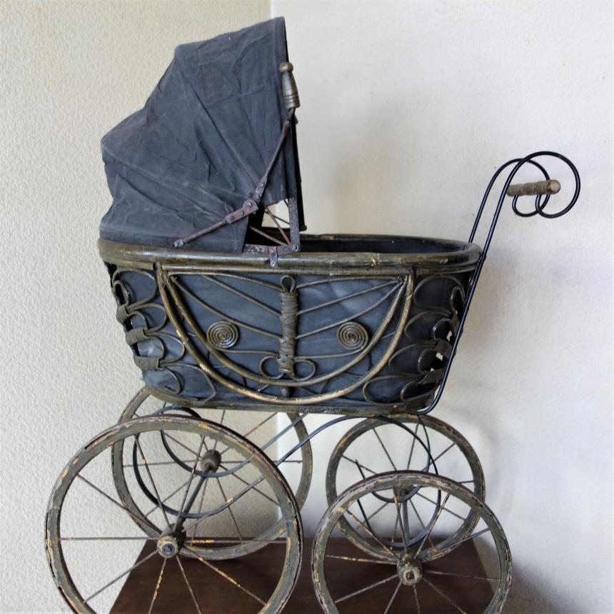 南仏の古道具:人形の道具;乳母車Ⅱ