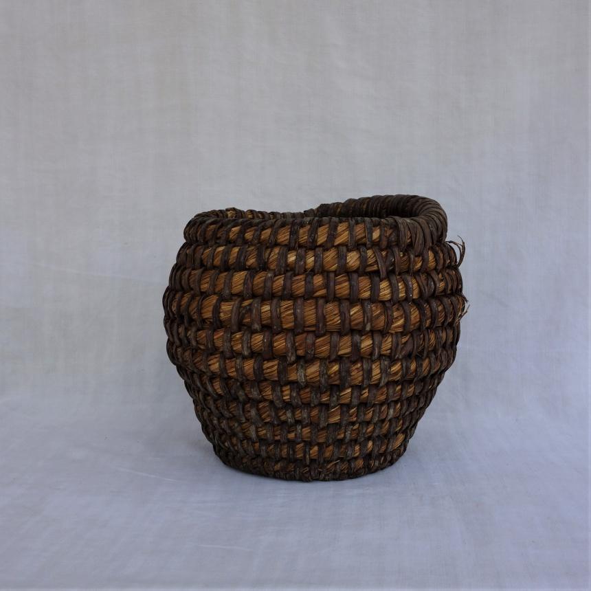 ●カゴ職人の作る穀物入れ Ⅰ